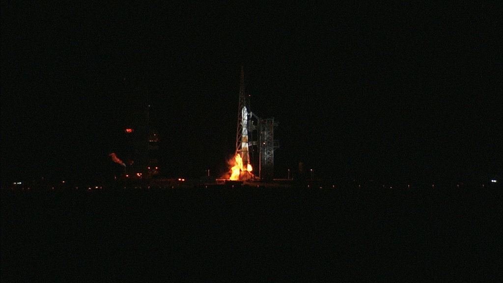 Nisja e Bashkuar Launch Alliance Delta IV Raketa e rëndë hiqet nga Space Launch Complex 37 në Cape Canaveral Air Force Station në 03:31 EDT, duke mbajtur NASA Parker Solar Probe.